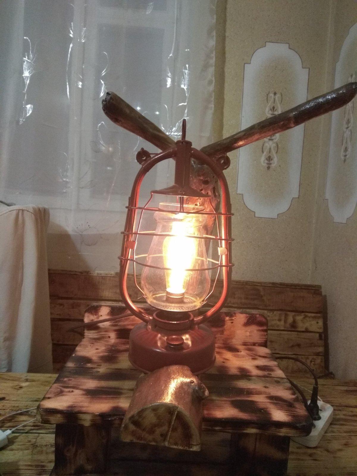 Настільна гасова лампа електрична лофт